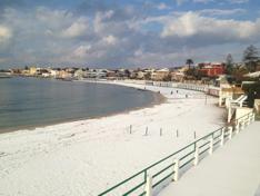 spiaggia_innevata